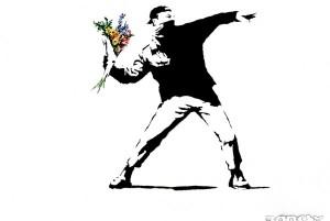 Banksy Graffito, Vermummter wirft Blumenstrauß